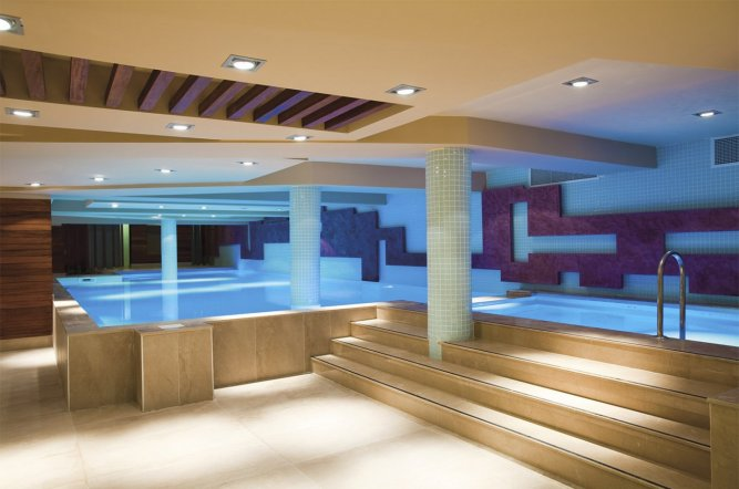 Underground pools inground pool this inground pool has a for Pool design london ontario